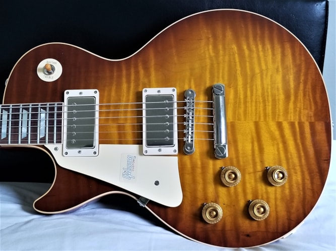Gibson LEFTY R9 Les Paul (1959 Reissue) Royal Tea Burst, Brand New, Original Hard, $4,400.00