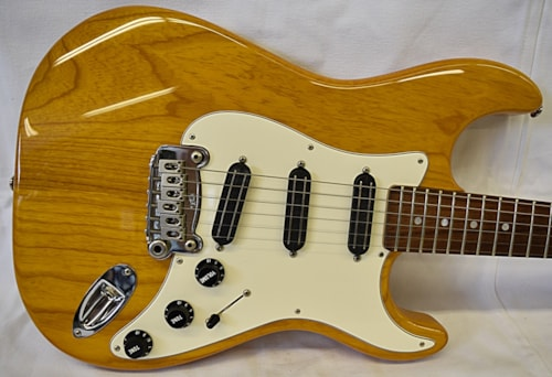 G&L USA Legacy Special Honey Amber, Very Good, Hard