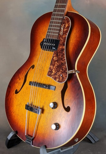 Godin 5th Avenue Kingpin II Cognac Burst