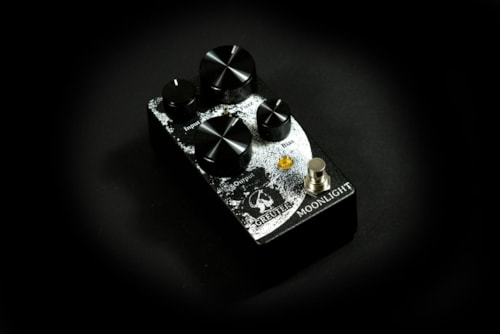 Greuter Moonlight Pedal White on Black Texture