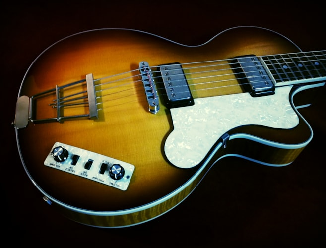 HOFNER CT Club Semi-Hollow Sunburst, Excellent, $299.00