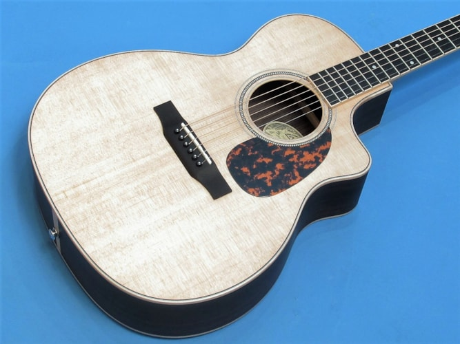 Larrivee OMV-03R Natural, Brand New, Hard