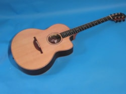 Lowden 32 SE Stage Edition