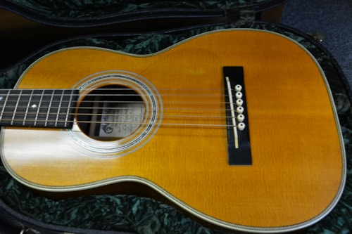 Martin mini martin hd 528 parlor or terz guitar natural > Guitars Acoustic  | The Gear Place