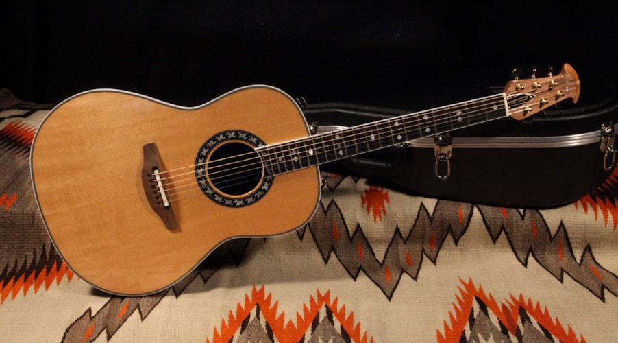 "Ovation 1627 Glen Campbell ""Natural"", Excellent, Original Hard"