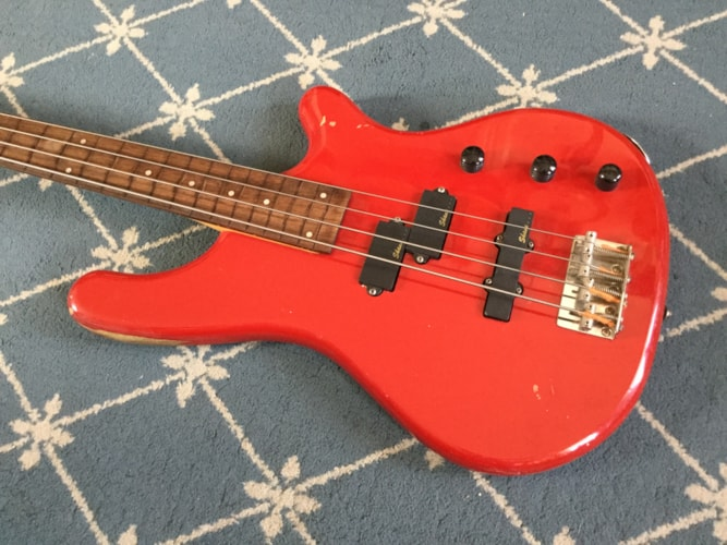 Shane Modified Made-Fretless Bass Red, Good