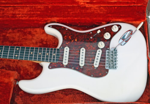 1962 Fender Straocaster Olympic white Ultra Clean no issues. Faux Tortuous pick guard