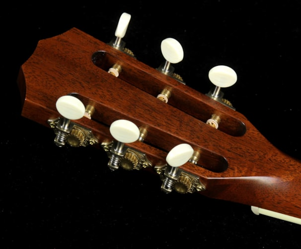 Taylor Used Taylor 522e 12-Fret Grand Concert Acoustic/Electric Guitar Mahogany Natural, Excellent, $1,699.00