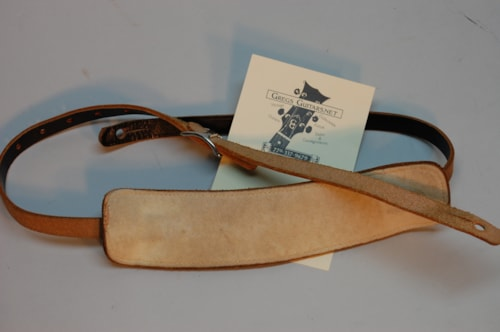 ~1956 Fender® case candy ,guitar strap