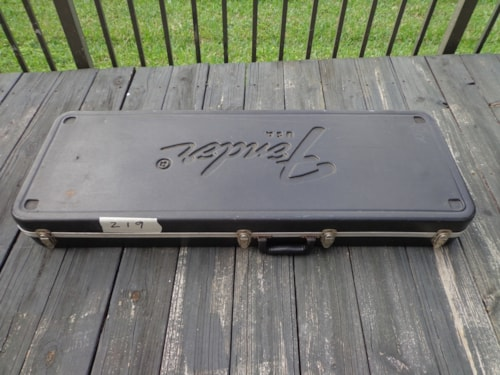~1975 Fender® 1975-1980 Jazzmaster™ or Jaguar® molded case