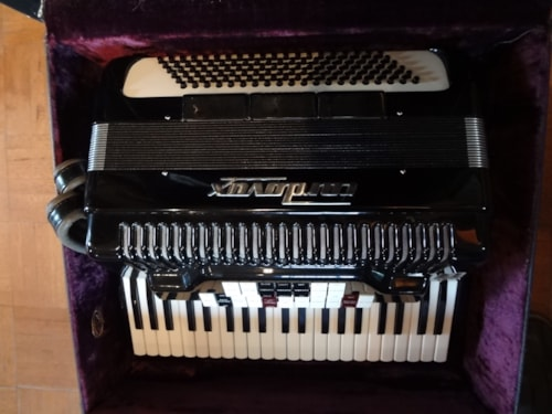 Cordovox Accordian