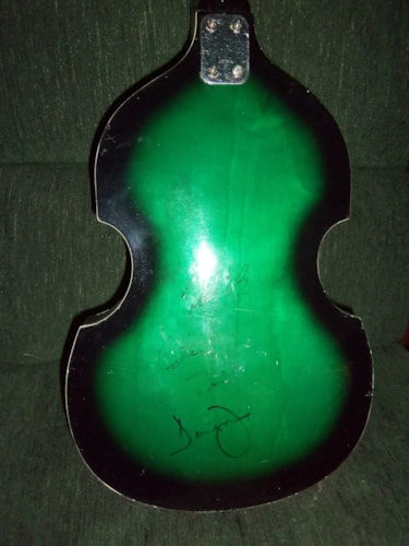 IDEAL Beatle violin bass- signed by 'The Monkees!