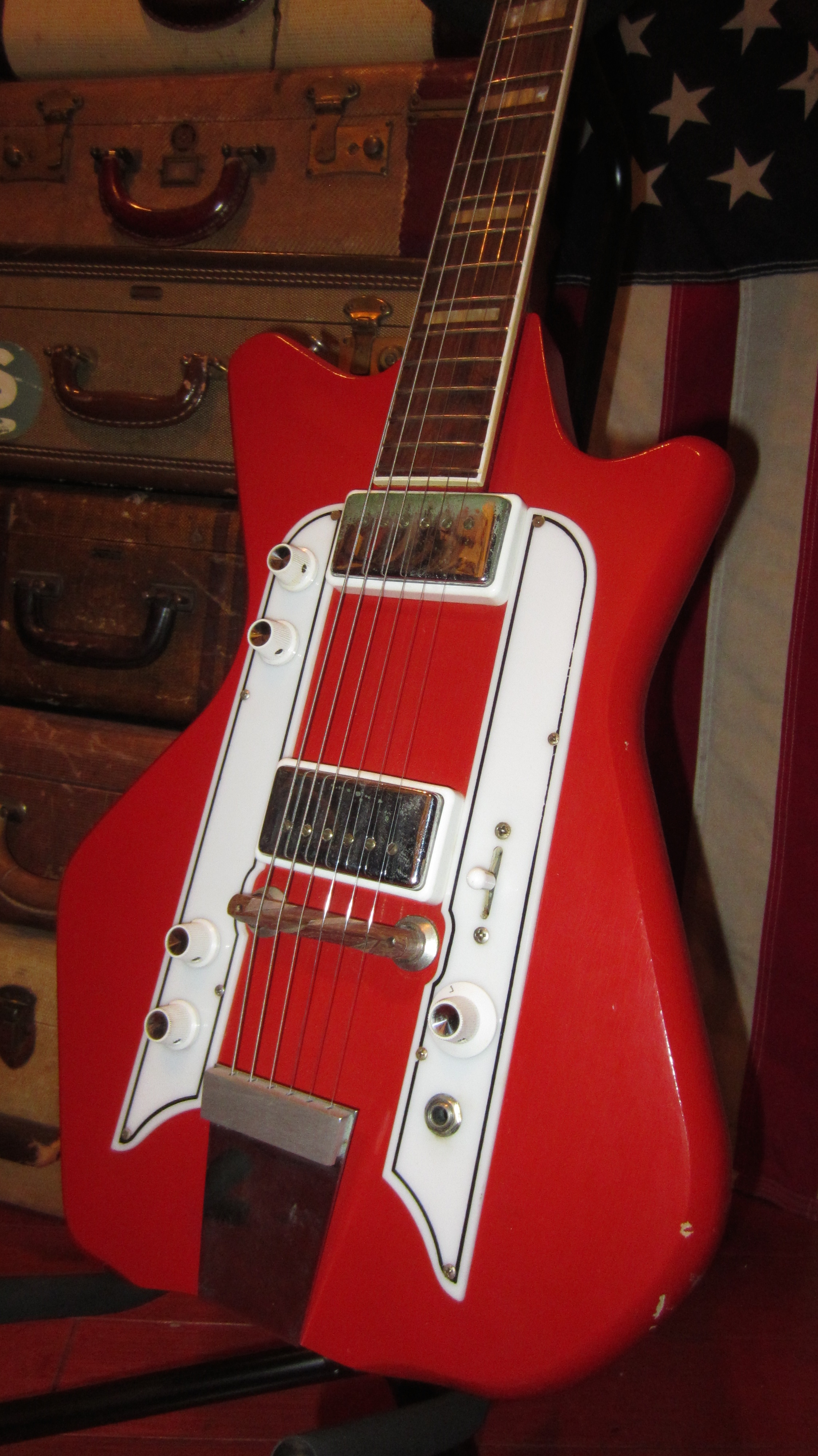 Visa Credit Card Login >> 1964 Airline Jetsons Jack White Red and White > Guitars ...