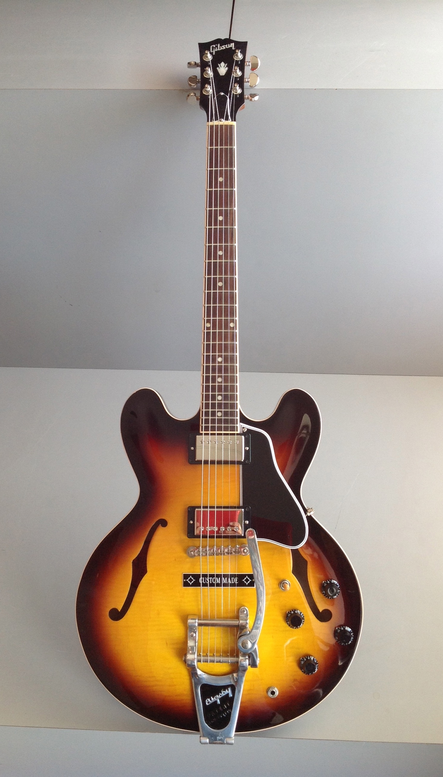 gibson es 335 custom with bigsby guitars electric semi hollow body guitar exchange. Black Bedroom Furniture Sets. Home Design Ideas