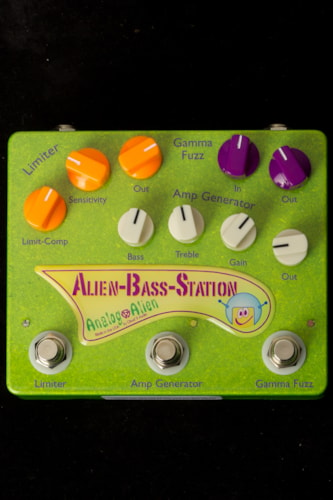 2015 Analog Alien Alien Bass Station