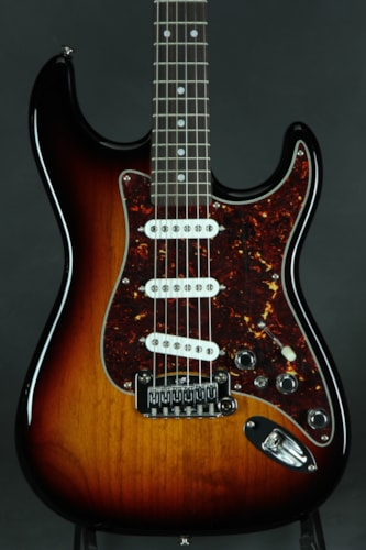 G&L S-500 - Three Tone Sunburst