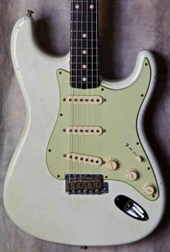 2015 Fender® Custom Shop '61 Reissue Journeyman Relic® Stratocaster®