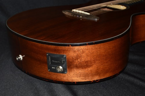 2015 Breedlove Pursuit Concert Mahogany
