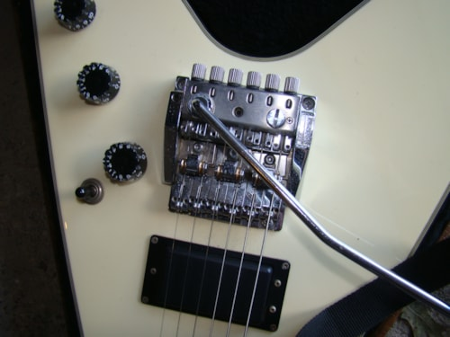 Washburn F10-V/one ding on headstock