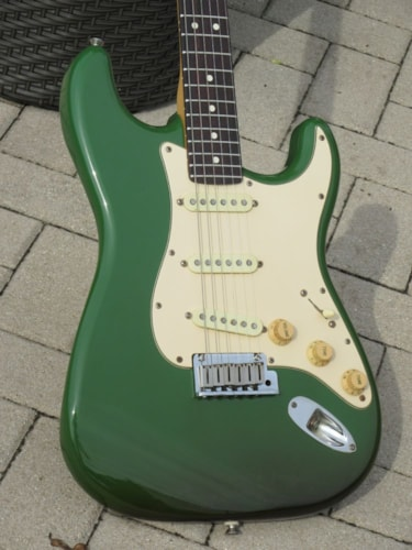 """1988 Fender® Stratocaster® """"Tanqueray"""" Edition"""
