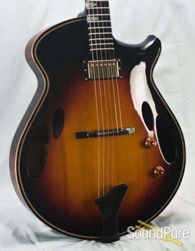 Eastman Guitars ER4