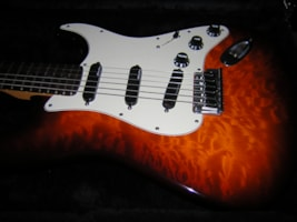 2000 Fender® American Deluxe Special Edition Strat® Stratocaster®
