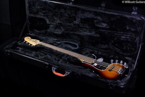 Fender® American Deluxe Precision Bass® Rosewood 3-Color Sunburst (703) American Deluxe Precision
