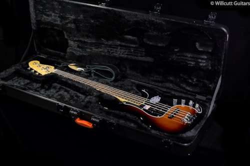 Fender® American Deluxe Precision Bass® Rosewood 3-Color Sunburst (268) American Deluxe Precision