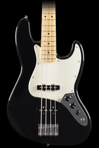 Fender® Standard Jazz Bass® Black, Maple (041) Fender® Standard Jazz Bass® Black, Maple (041)