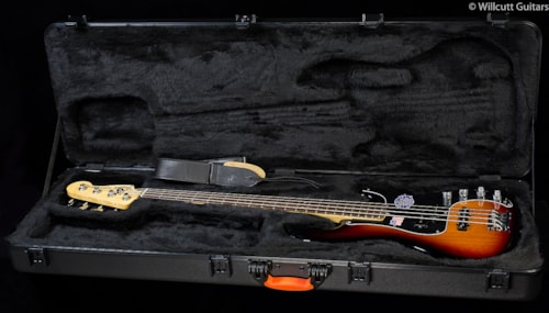 Fender® American Deluxe Precision Bass® Rosewood 3-Color Sunburst (267) American Deluxe Precision