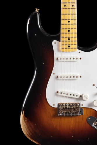 Fender® Custom Shop 1954 Heavy Relic® Stratocaster® 2-Tone Sunburst Limited (697) Custom Shop 1954 Heavy Relic® Stratocaster®