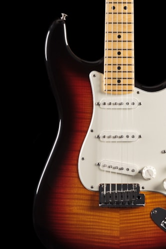Fender® Custom Shop 2013 Custom Deluxe Stratocaster® Maple Faded 3-Color Sunburst (886) Custom Shop 2013 Custom Deluxe Stratocaster®