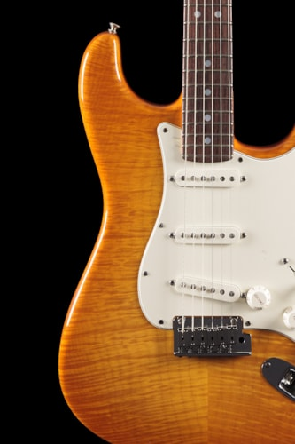 Fender® Custom Shop 2013 Custom Deluxe Stratocaster® Rosewood Honey Burst Custom Shop 2013 Custom Deluxe Stratocaster®