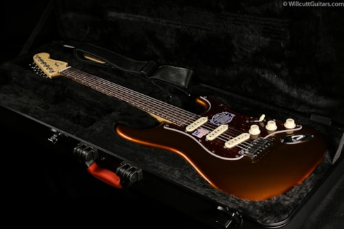 Fender® American Deluxe Stratocaster® 2-Tone Iron Burst, Rosewood (184) American Deluxe Stratocaster®