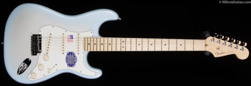Fender® American Deluxe Stratocaster® 2-Tone Silver Blue, Maple (619) American Deluxe Stratocaster®