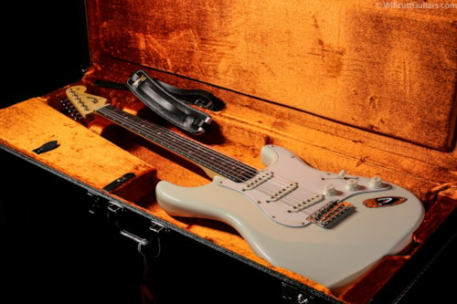 Fender® American Vintage '65 Stratocaster® Olympic White (019) American Vintage '65 Stratocaster®