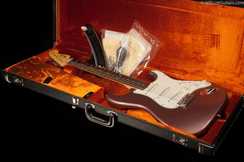 Fender® Limited Edition American Vintage '65 Stratocaster® Burgundy Mist Metallic, Rosewood (806) Limited Edition American Vintage '65 Stratocaster®