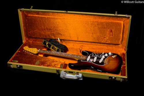 Fender® Stevie Ray Vaughan Stratocaster® 3-Tone Sunburst (626) Stevie Ray Vaughan Stratocaster®