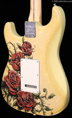 Fender® Special Edition Standard Stratocaster® David Lozeau Artwork Rose Tattoo (395) Special Edition Standard Stratocaster® David Lozeau Artwork Dragon