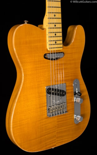 Fender® Select Carved Maple Top Telecaster® Amber (481) Select Carved Maple Top Telecaster®