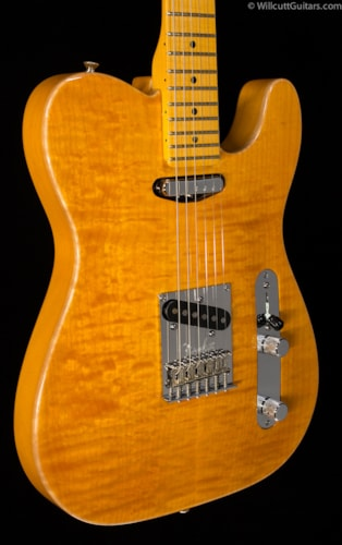 Fender® Select Carved Maple Top Telecaster® Amber (522) Select Carved Maple Top Telecaster®