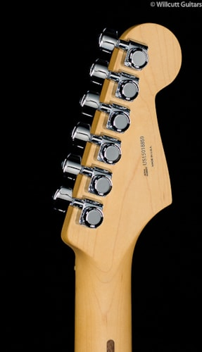 Fender® American Deluxe Stratocaster® 3-Color Sunburst Lefty (859) American Deluxe Stratocaster®