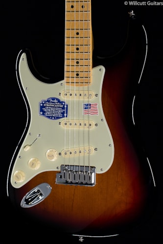 Fender® American Deluxe Stratocaster® 3-Color Sunburst Lefty (299) American Deluxe Stratocaster®