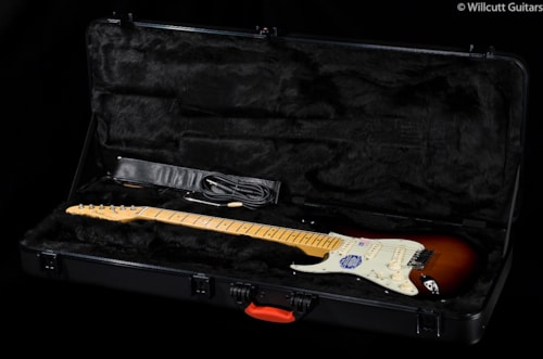 Fender® American Deluxe Stratocaster® 3-Color Sunburst Lefty (300) American Deluxe Stratocaster®