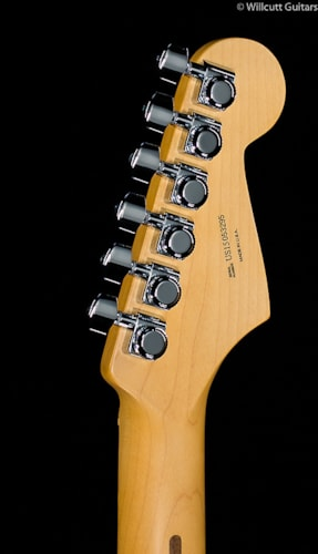 Fender® American Deluxe Stratocaster® 3-Color Sunburst Lefty (295) American Deluxe Stratocaster®