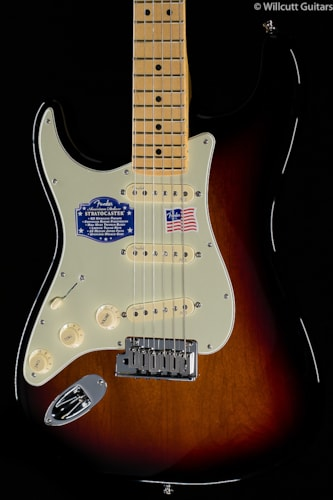 Fender® American Deluxe Stratocaster® 3-Color Sunburst Lefty (851) American Deluxe Stratocaster®