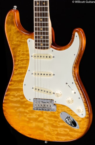 Fender® Select Strat® Exotic Maple Quilt, Channel-Bound Rosewood Fretboard, Ice Tea Burst (621) Select Strat® Exotic Maple Quilt