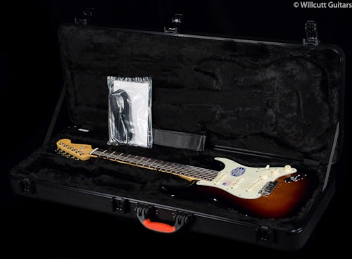 Fender® American Deluxe Stratocaster® 3-Color Sunburst, Rosewood (883) American Deluxe Stratocaster®