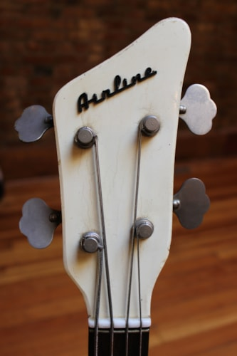 1965 Airline Pocket Bass