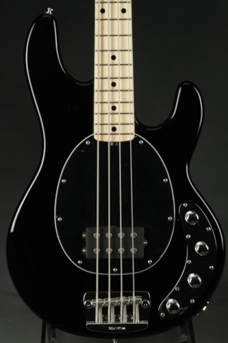ERNIE BALL MUSIC MAN Stingray - Black